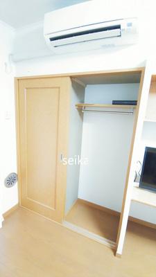 クローゼットや収納棚があるので、収納スペースが豊富です