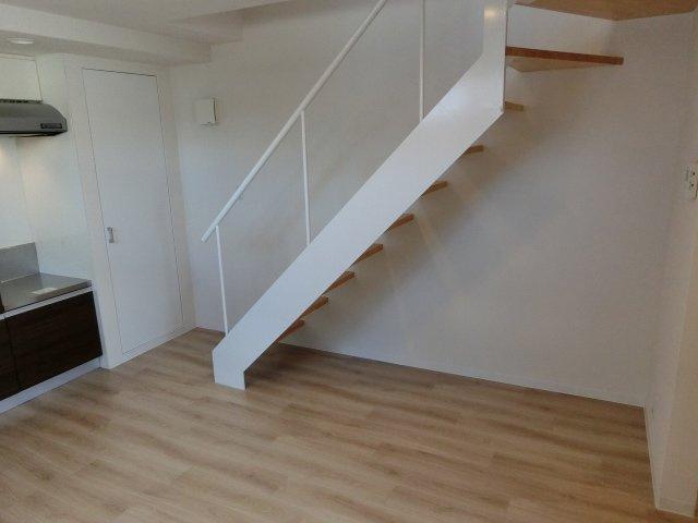 ガルサブランカ(柏原市古町) 内階段