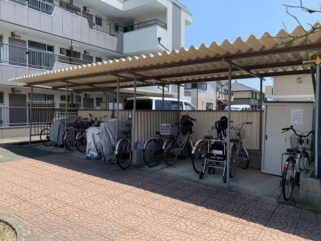 小松マンション 自転車置き場