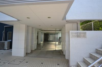 【エントランス】小田急コアロード馬事公苑