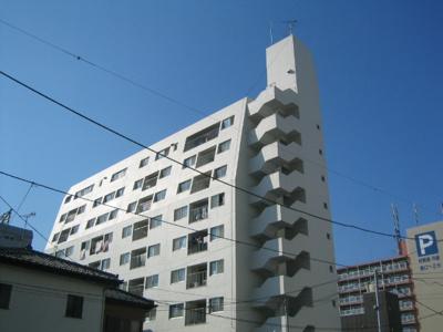 9階建てのマンションです