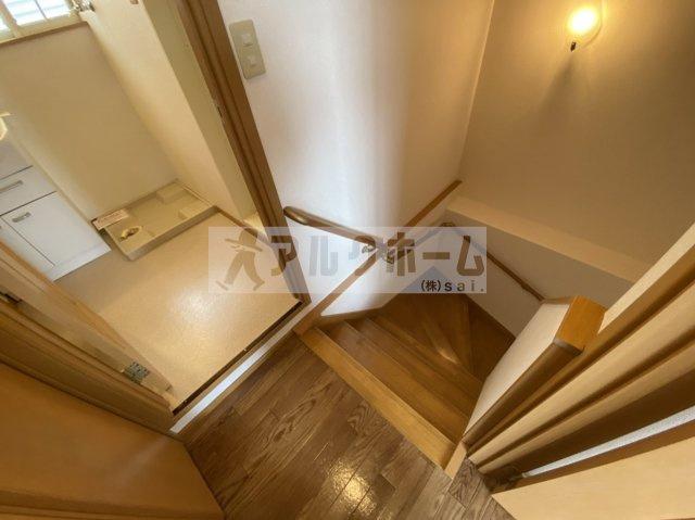 メゾンドエスポワール(柏原市円明町) 階段