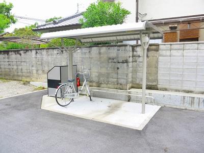 ゆったりとした駐輪場です。