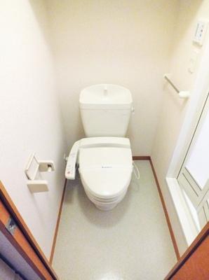 バストイレ別。温水洗浄便座付き 同タイプ室内