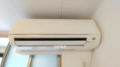 同タイプ室内・折り畳み式テーブル・椅子等が付いています。