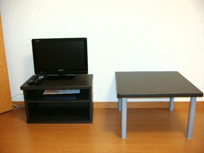 テレビ、テーブルもついています