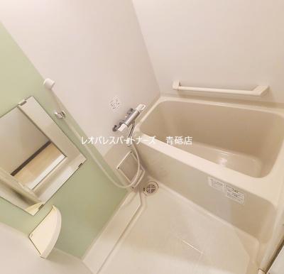 お風呂に浴室乾燥機付いています。