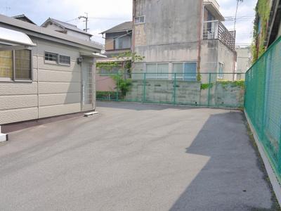 【駐車場】倉庫付プレハブ事務所