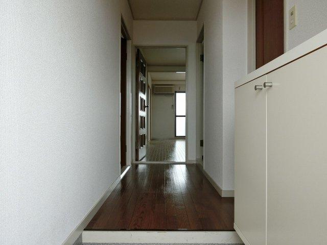 ルモン高安 玄関ホール
