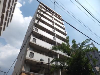 2011年築。鉄筋コンクリート造10階建て