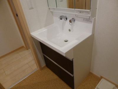 シャワー付き洗面台です。