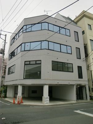 飯田町 全面内装 男女別のトイレ ミニキッチン付 駐車場2台込み