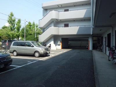 【駐車場】グランドヴィラ