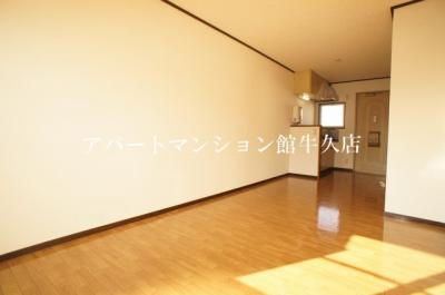 【居間・リビング】ホワイトビレッジF