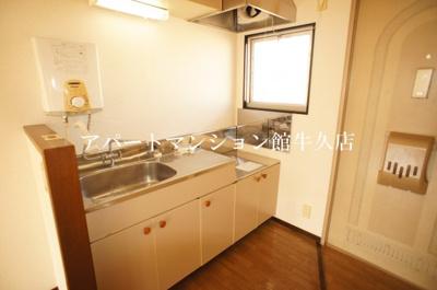【キッチン】ホワイトビレッジF