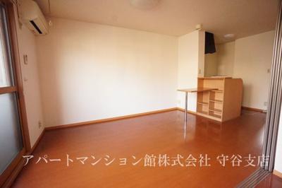【居間・リビング】ハイツ リラ