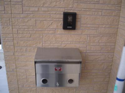玄関横 インターホンと郵便受け