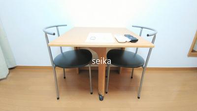 折り畳み式テーブル・イス付き