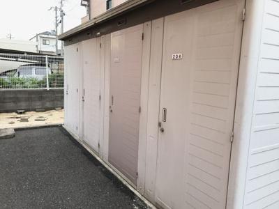 2階入居者用トランクルーム(1階は専用庭有り)