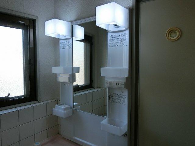 乾マンション(柏原市国分本町) 照明付き洗面台