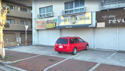 【外観】駐車スペースあり居ぬき店舗 1階 向かって左から2番目