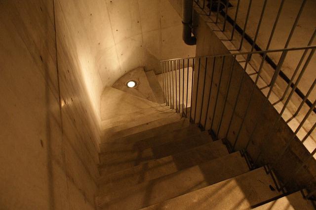 デザイナーズWANARI(わなり) エントランス階段