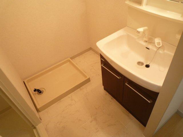 シャワー付き洗面台&室内洗濯機置場