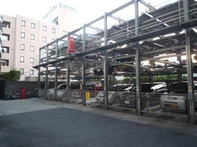 機械式駐車場です。お車のサイズをご確認ください。