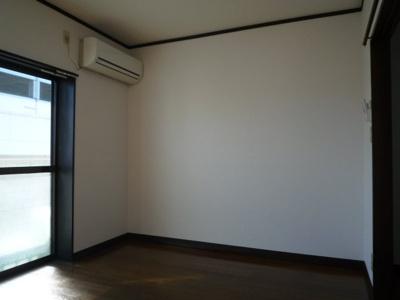 洋室 エアコン1基あります。