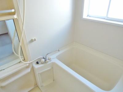 シャワー付きお風呂です。
