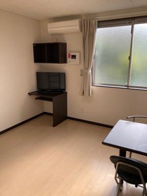 流しとコンロの間にちゃんとスペースがあって料理しやすいですよ。