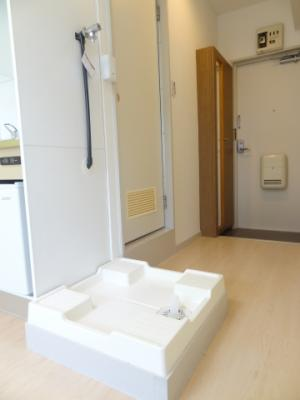 キッチンの横に洗濯機置場