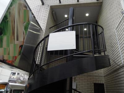 2階への専用外階段