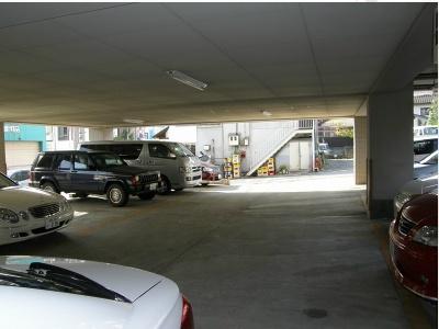 フォレスト・ヴィラ平尾山荘(3LDK) 駐車場
