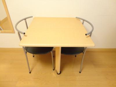 ☆折り畳み式テーブル&椅子2脚☆