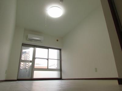 【寝室】新宿フラワーハイホーム
