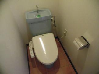 ウォシュレット付きトイレで快適に♪