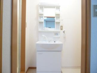 使い勝手の良い収納付きの便利な洗面台です★