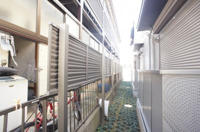 ☆隣の敷地との間に目隠しフェンスも設置しております