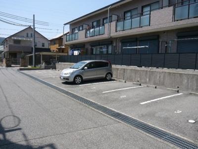 【駐車場】サントレージュ南町B棟