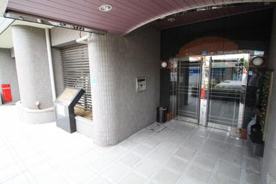 【エントランス】ロイヤルビブレ雲雀ヶ丘