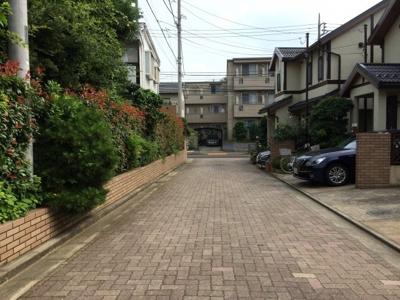 インターロッキングの前面道路 浜田山3丁目戸建賃貸住宅