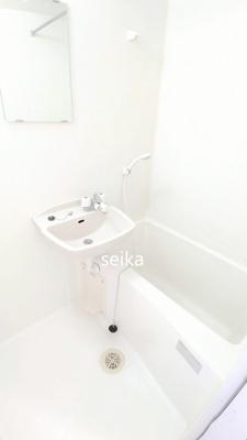 冷蔵庫・電子レンジが付きます。