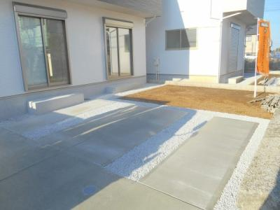 10月18日庭、駐車場完成いたしました。是非ご覧ください。