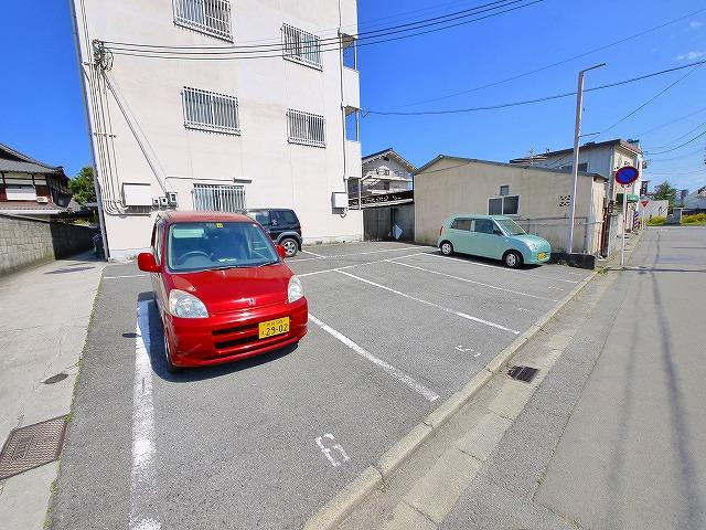 駐車場があるので、車を買う予定の方も安心です