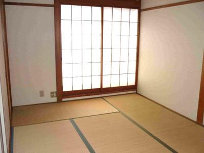 畳はご入居決定後に表替えをいたします。