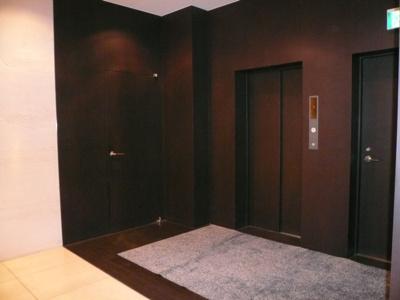 コンフォリア南青山 エレベーターホール
