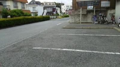 アーバンライフの駐車場