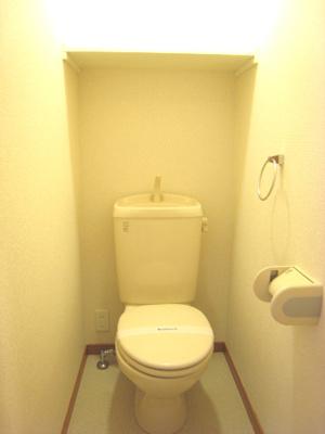 洗濯機つき!収納棚も備え付け。