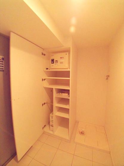 広い玄関。洗濯機置き場も玄関のスペースにあります。【レジディア文京本駒込】